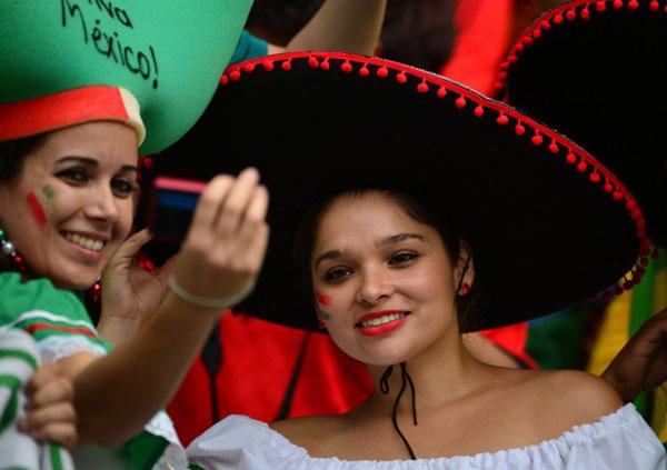 World Cup 2014 - Mexico fans - Selfie