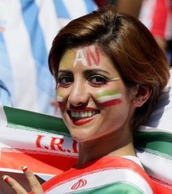 Sport Wallpaper - World Cup 2014 - Iran fans - Beautiful smile 02
