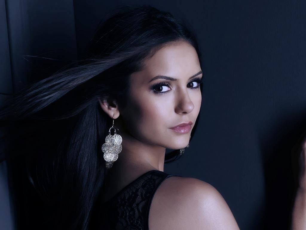 Nina Dobrev sensual