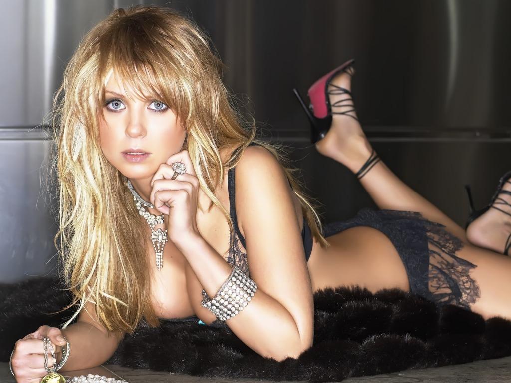 Tara Reid sexy