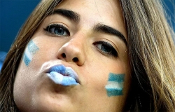 Sport Wallpaper - World Cup 2014 - Argentina fans - Kissing
