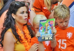 Sport Wallpaper - World Cup 2014 - Netherlands fans - Beautiful mother
