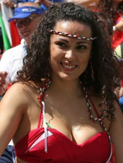 Sport Wallpaper - World Cup 2014 - Italy fans - Sexy female fan 07