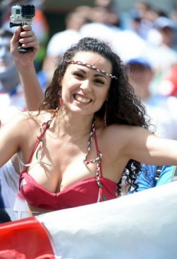Sport Wallpaper - World Cup 2014 - Italy fans - Sexy female fan 02