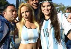 Sport Wallpaper - World Cup 2014 - Argentina fans - Sexy girls