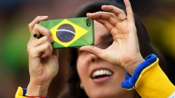 Sport Wallpaper - World Cup 2014 - Brazil fans - phone flag