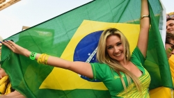 Sport Wallpaper - World Cup 2014 - Brazil fans - beautiful fan