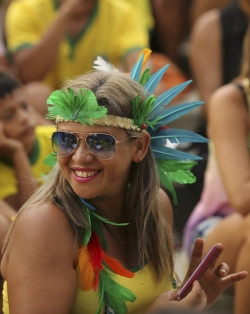 Sport Wallpaper - World Cup 2014 - Brazil fans - Impressive costum