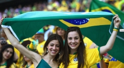 Sport Wallpaper - World Cup 2014 - Brazil fans - 2 beautiful girls