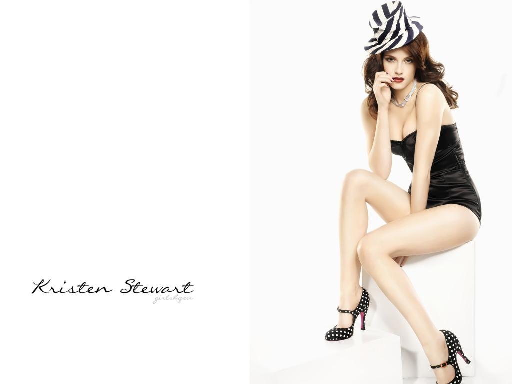 Kristen Steward black dress