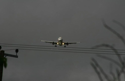 Plane on wire