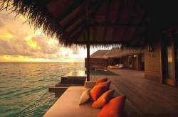 Funny photos - ayada resort .. maldives