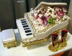 Funny photos - amazing piano cake :))