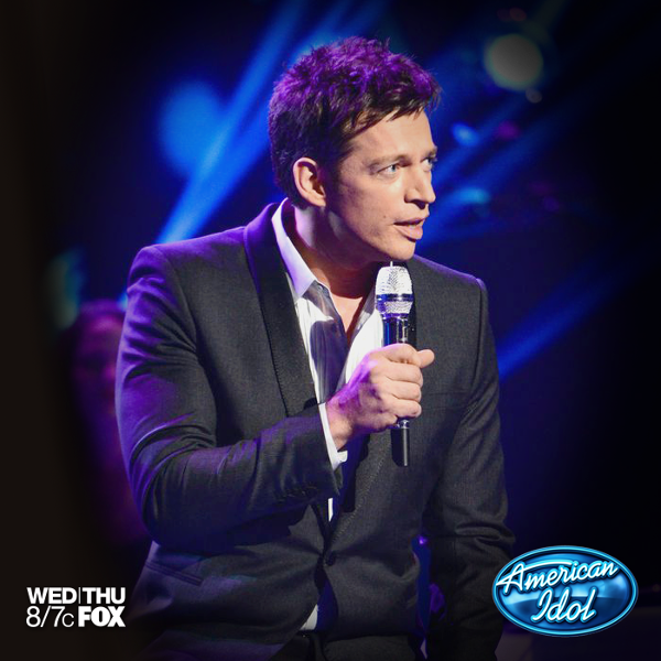This weeks mentor, Harry Connick, Jr. hits the Idol stage!