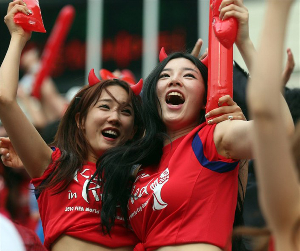 World Cup 2014 - Korea fans - Excited