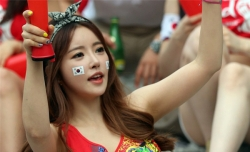 Sport Wallpaper - World Cup 2014 - Korea fans - Charming girl