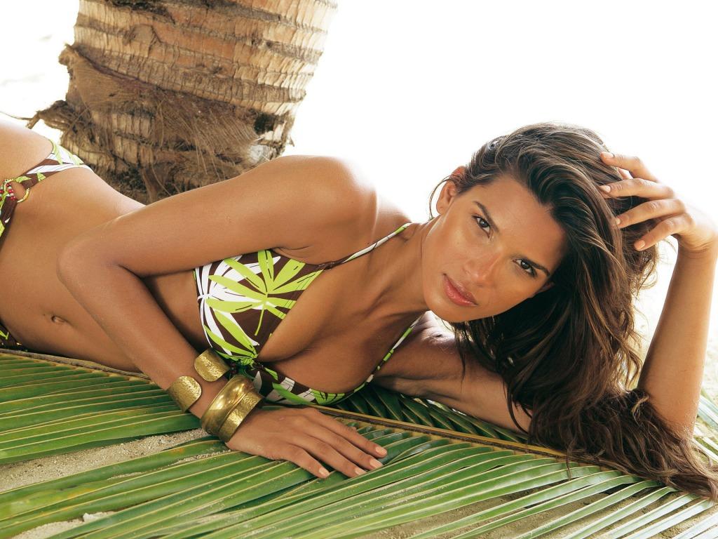 Raica Oliveira swimsuit