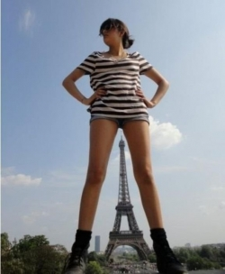 Funny photos - Funny Sight Of Paris Tower