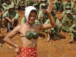 Funny photos - Fashion show in VN Army