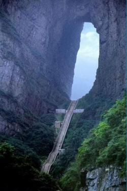 7 world wonders photos - Heaven's Gate Mountain in China.