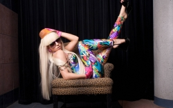 Sexy Wallpapers & Pictures - Lady gaga on chair