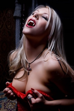 Halloween pictures - Hot vampire girl