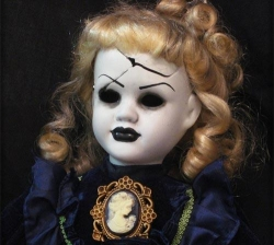 Halloween pictures - Scary Doll