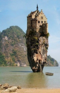 Miscellaneous pictures - Castle on sea