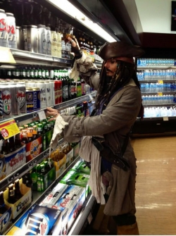 Funny photos - Getting beer in Vegas and came across Captain Jack Sparrow.
