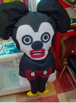Funny photos - Mickey Mouse in Japan looks a bit different.