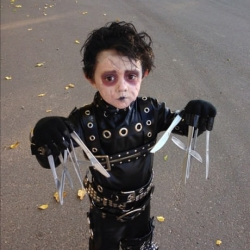 Halloween pictures - The little Edward Scissorhands!