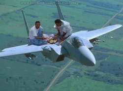 Funny Wallpaper - Have lunch in airplane