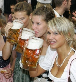Funny photos - Big glass of beer