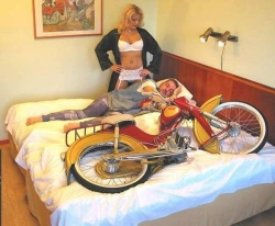 Funny photos - Motobike or wife?