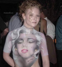 Funny photos - Marilyn's crazy fan