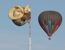 Funny photos - Hot air balloon crash