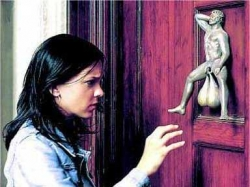 Funny photos - How a strange knocker