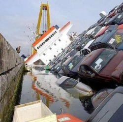 Funny photos - The ferry in the Katrina