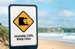 Funny photos - Unstable cliffs