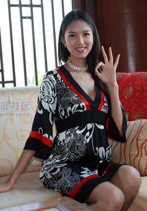 Miss World 07 - Zhang Zilin - Catwalk11