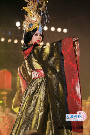 Miss World 07 - Zhang Zilin - Tradional uniform 2