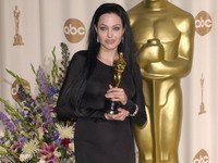 Celebrity photos - Hot anjelina jolie in Oscar