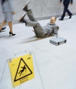Funny photos - Beware - Wet floor