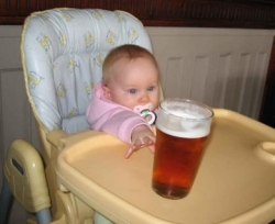 Baby pictures - Baby loves beer