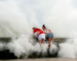 Funny photos - Large waves