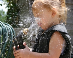 Baby pictures - Drink from the hose