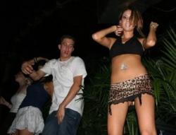 Funny photos - Monkey's dance