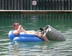 Funny photos - Floating party