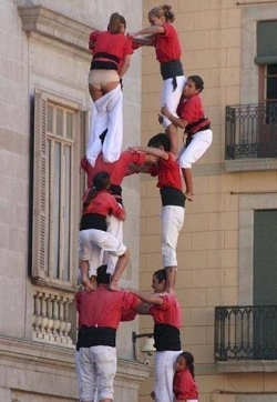 Funny photos - Human tower