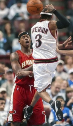 Funny photos - Iverson plays rough